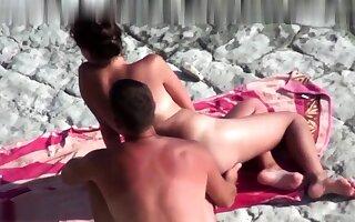 Beach Voyeur Topless Off colour Beach Girls Spycam Hd Video