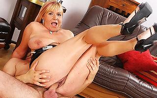 curvy mom seem like big gumshoe fucked