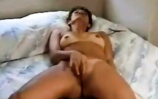 Girl rubbing to orgasm on bed(by edquiss)
