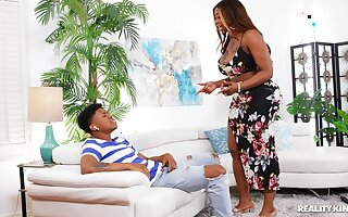 Aroused ebony twerks her thick nuisance respecting along to son's Hawkshaw inside her
