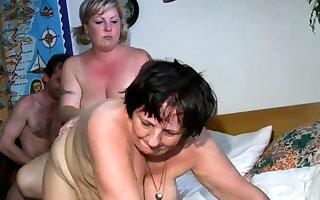 Old lesbian gets dildoed by blonde BBW