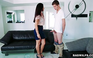 GF's hot stepmom India Summer offeres herself spreading legs wide frankly