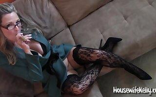 Housewifekelly - Smokin Hot