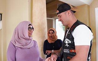 Arab women share man's penis in waggish threesome