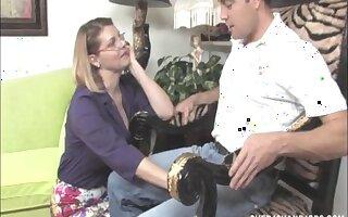 Mature mommy Kayla Quinn milks her lover's dick on her boobs