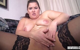 Amateur solo video of a BBW mature having some fun hither a dildo